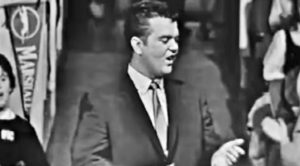 "Young Conway Twitty Charms With Rare ""It's Only Make Believe"" Performance"