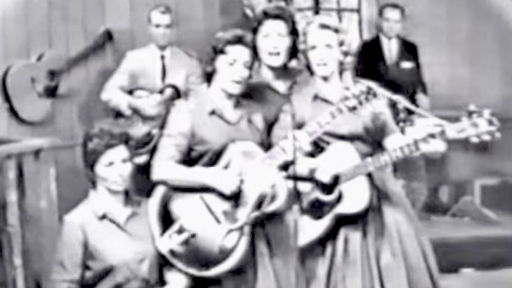 June Carter Joins Mom & Sisters To Sing 'Wildwood Flower' At The Opry | Classic Country Music Videos