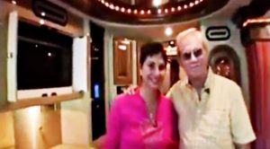 "George Jones & Wife Give Fans ""The Grand Tour"" Of His Fancy Bus"