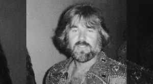 """Kenny Rogers Talks Love In Early Performance Of No. 1 Hit """"Lady"""" – Written By Lionel Richie"""