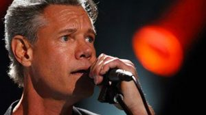 """Randy Travis Sings """"Peace In The Valley"""" During 2007 Performance"""