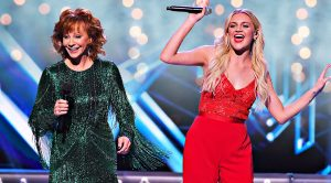 """Jingle Bells"" Goes Country For Reba's Festive Duet With Kelsea Ballerini"