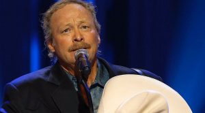 """Alan Jackson's """"Sissy Song"""" Is About A Woman He Was Close To Who Died"""