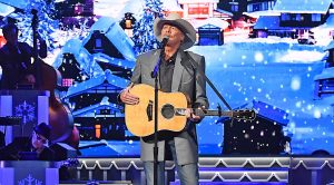 Alan Jackson Serves Up Delightful 'Have Yourself A Merry Little Christmas' Performance