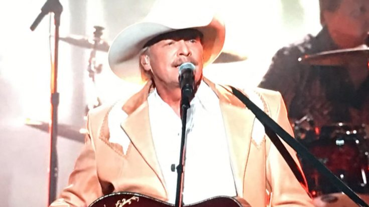 """Alan Jackson Brings Real Country To 2017 CMAs With """"Chasin' That Neon Rainbow"""" 