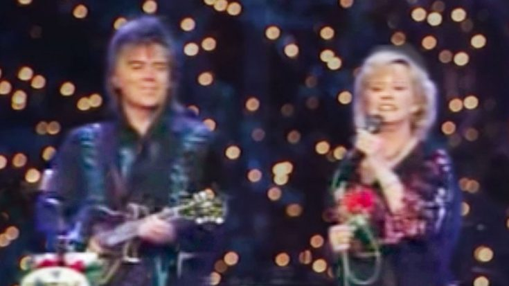 """Marty Stuart & Connie Smith Perform """"Away In A Manger"""" At The Opry In 2008 