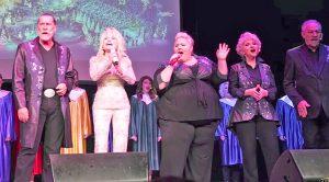 Dolly Parton & Family Spread Christmas Joy Through Surprise Dollywood Performance