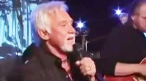 """Kenny Rogers Sings His Own Rendition Of """"Ol' Red"""""""