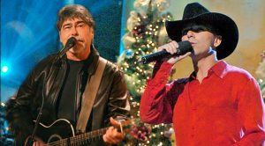 Kenny Chesney & Alabama's Randy Owen Sing 'Christmas In Dixie' Together