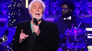 Kenny Rogers Talks Love In Sensual Performance Of No. 1 Hit 'Lady'