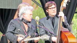 "Marty Stuart Covers Marty Robbins' ""El Paso"" During 2016 Show"