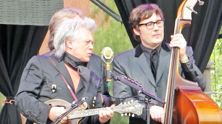 """Marty Stuart Covers Marty Robbins' """"El Paso"""" During 2016 Show 