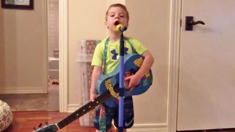 """Young & Tiny George Strait Fan Sings """"Carrying Your Love With Me"""" At The Top Of His Lungs   Classic Country Music Videos"""