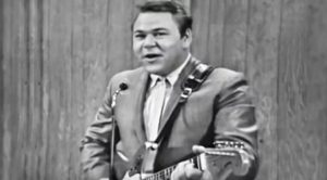 "Roy Clark Puts Spin On Johnny Cash's ""Folsom Prison Blues"""
