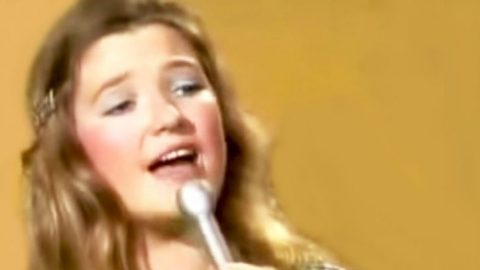 Teenage Tanya Tucker Sings Her First #1 Hit, 'What's Your Mama's Name' | Classic Country Music Videos