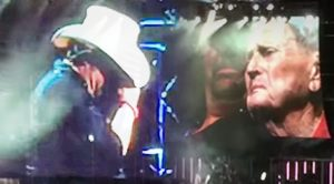 Toby Keith Cries While Introducing 93-Year-Old Veteran On Stage