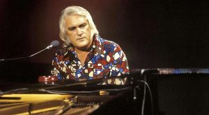 Flashback: Charlie Rich Takes Country Music By Storm