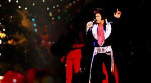 """Elvis Presley Sings Final """"Blue Christmas"""" Just Weeks Before Death"""