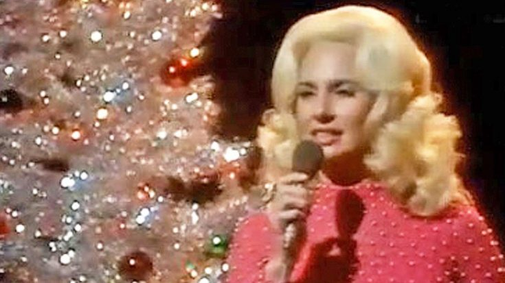"""Tammy Wynette Sings Her Version Of """"Blue Christmas"""" 