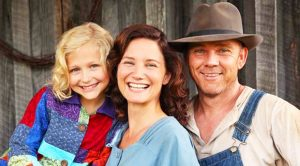 """6 Facts About Dolly Parton's TV Movie """"Coat Of Many Colors"""""""
