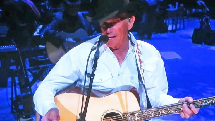 """George Strait Sings Elvis' """"Milk Cow Blues"""" During 2017 Show In Vegas 