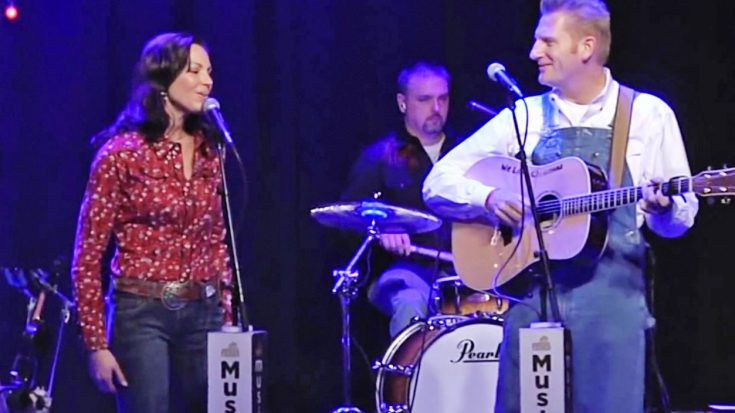 Joey + Rory Perform 'If We Make It Through December' During 2011 Farmhouse Christmas Special | Classic Country Music Videos