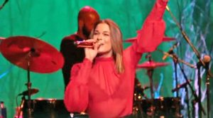 LeAnn Rimes Sings Marvelous Medley Of Christmas Classics Set To Tune Of Her Hit Song