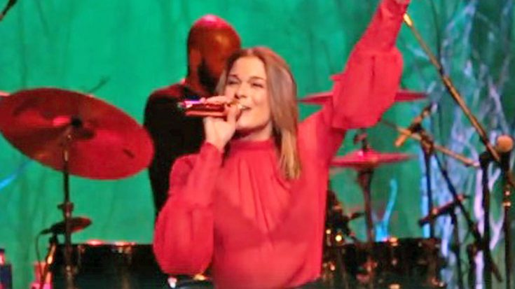 leann rimes sings marvelous medley of christmas classics set to tune of her hit song - Christmas Classic Music