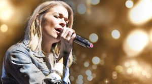 LeAnn Rimes Channels A Lonely Heart For Dolly's 'Hard Candy Christmas'