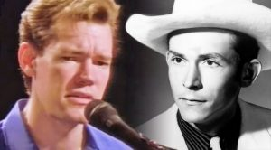 """Randy Travis Sings """"I'm So Lonesome I Could Cry"""" During Opry Debut"""