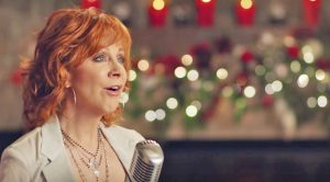 Reba McEntire Delivers Phenomenal Performance Of 'I'll Be Home For Christmas'