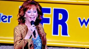Reba McEntire Returns To Event Where She Was Discovered & Delivers Majestic National Anthem