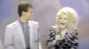 Dolly Parton Sneaks Up On Randy Travis While He Presents At 1989 CMA Awards