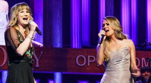 Carrie Underwood & Jennifer Nettles Sing Dolly Parton's '9 To 5' During 2014 Opry Show
