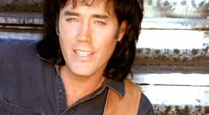 David Lee Murphy Performs Toe-Tappin' #1 Hit 'Dust On The Bottle'