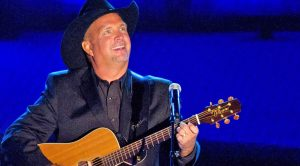 Garth Brooks Captivates The Audience With Performance Of #1 Hit 'Unanswered Prayers'