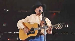 Flashback: George Strait Is King Of The Charts With 'Does Fort Worth Ever Cross Your Mind'