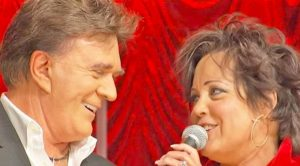 "T. G. Sheppard & Kelly Lang Perform Romantic ""Islands in the Stream"" Duet That Will Melt Your Heart"