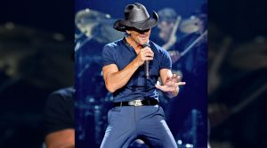 "Tim McGraw Shows Off His Best Elvis Dances Moves While Singing ""Suspicious Minds"""