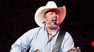 Garth Brooks Makes Confession To Crowd…Then Starts Singing George Strait Hit