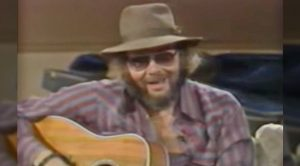1985 Clip: Hank Jr. Performs 'All My Rowdy Friends Have Settled Down' For Waylon, Kris, & More