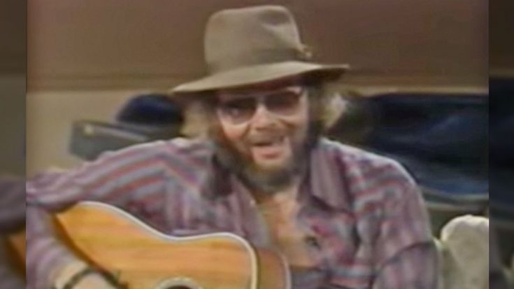 Hank Jr. Dedicates Intimate Performance Of 'All My Rowdy Friends' To Unsuspecting Guests | Classic Country Music Videos