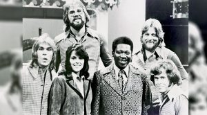 Kenny Rogers Pens Heartfelt Note To Honor First Edition Bandmate Who Passed Away