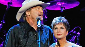 George Jones' Widow Joins Alan Jackson On Stage For 'He Stopped Loving Her Today'