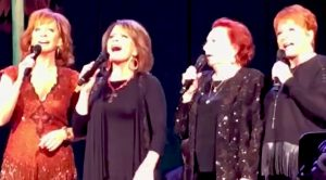 Love Gospel? You'll Want To Hear Reba McEntire & Her Family Gracefully Sing 'I'll Fly Away'