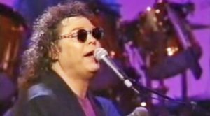 "Days After Conway Twitty's Death, Ronnie Milsap Flawlessly Sang 'Hello Darlin"" In His Honor"