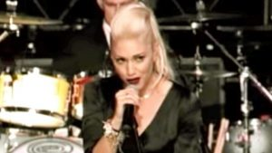 Gwen Stefani & Her Band No Doubt Sing Elvis' 'Suspicious Minds' During 2002 NBC Special