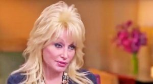 Dolly Parton Completely Shuts Down Reporter After He Asked Her An Off-Limits Question