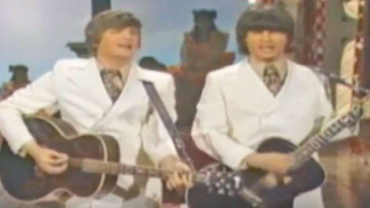 "The Everly Brothers Put Unique Spin On Merle Haggard's ""Mama Tried"" 