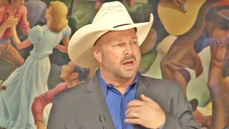Garth Brooks Tearfully Announces Newest Country Music Hall Of Fame Inductee | Classic Country Music Videos